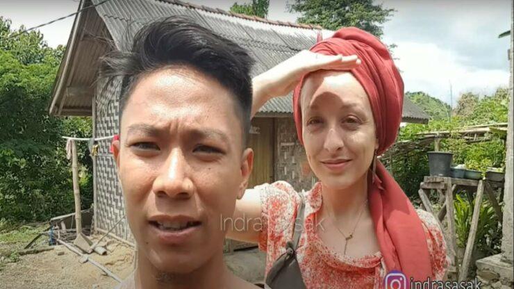 Meski Tinggal Di Gubuk Sederhana, Bule Cantik Ini Tetap Bahagia Bersama Pria Lombok