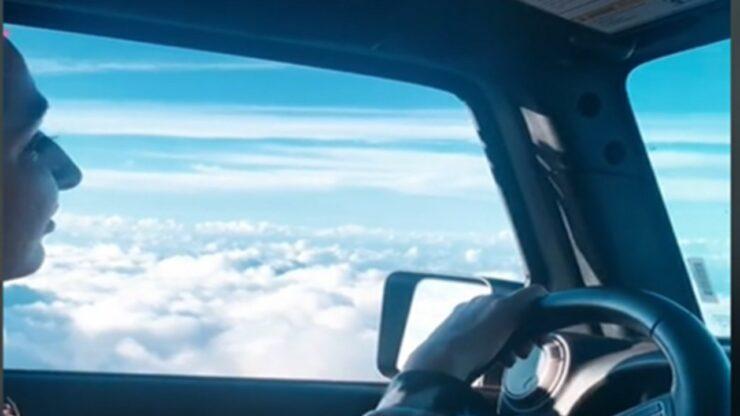 Viral Penampakan Wanita Setir Mobil Terbang Di Atas Awan Seperti Adegan Film Harry Potter