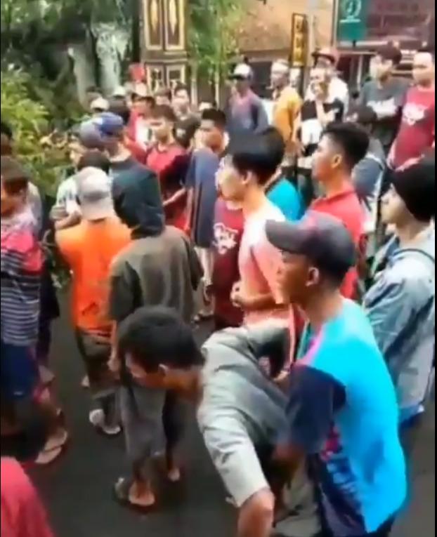 warga mengalami kesurupan usai menebang pohon