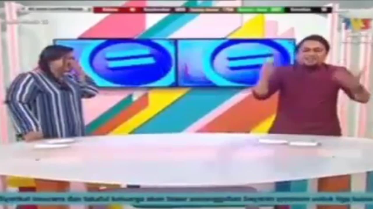Malu, Presenter Tv Malaysia Ini Salah Menyanyikan Lagu Ramadhan Tiba Saat Live