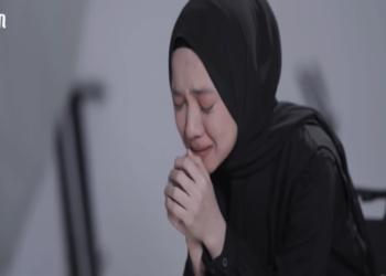 Terungkap, Ternyata Ayus Alasan Di Balik Tangisan Nissa Sabyan Di Video Klip Sapu Jagad